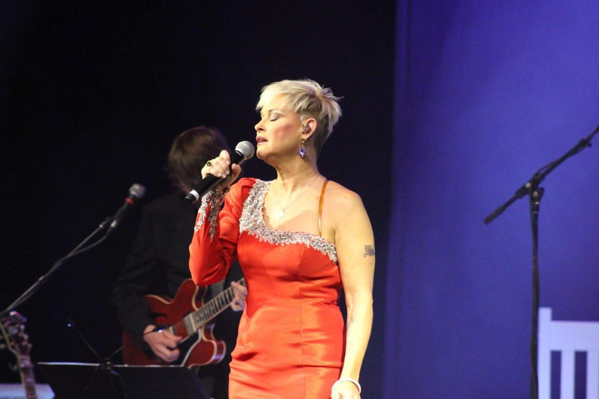 "Lorrie Morgan sings George Jones ""A Picture of Me (without you"""