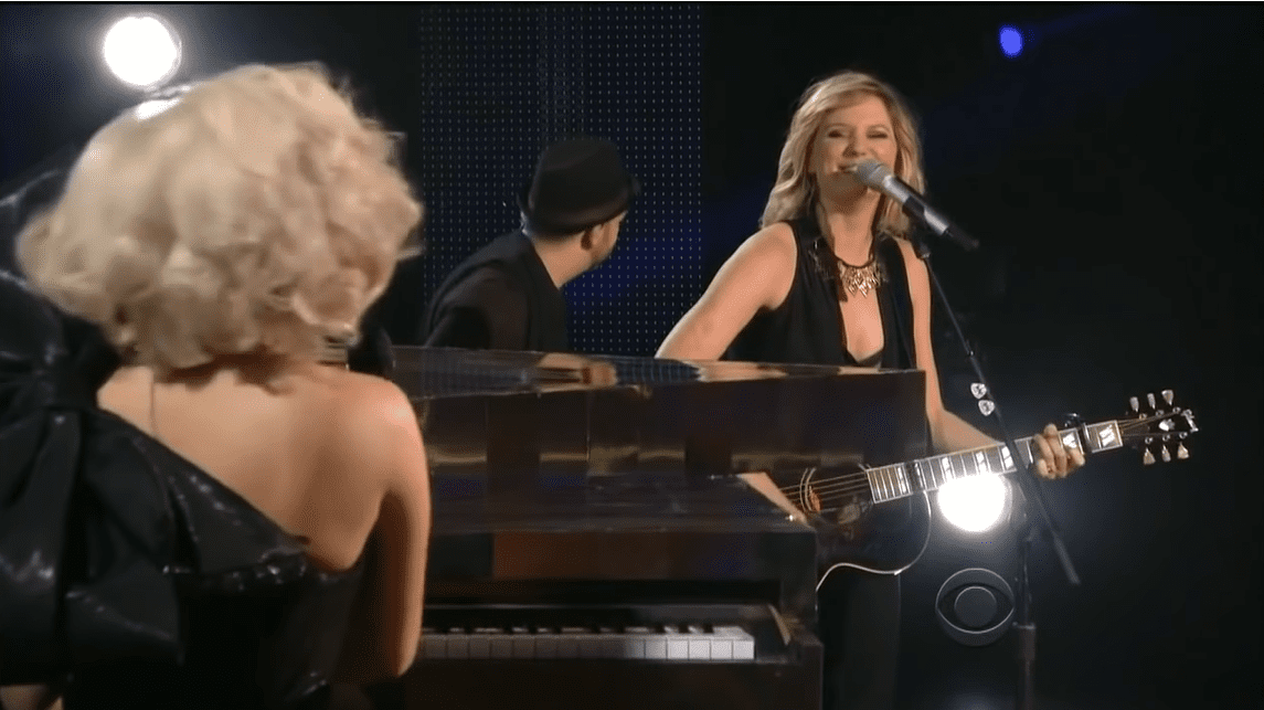 """Sugarland Performs an Electrifying Country Version of Lady Gaga's """"You and I"""" 1"""