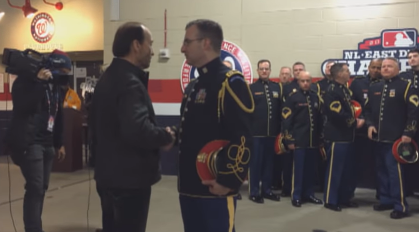 """WATCH: Impromptu A capella Singing by Lee Greenwood and the Army Chorus of """"God Bless the USA"""" 1"""